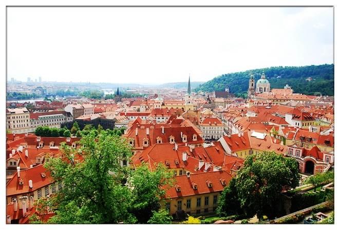 从布拉格城堡俯瞰.jpg