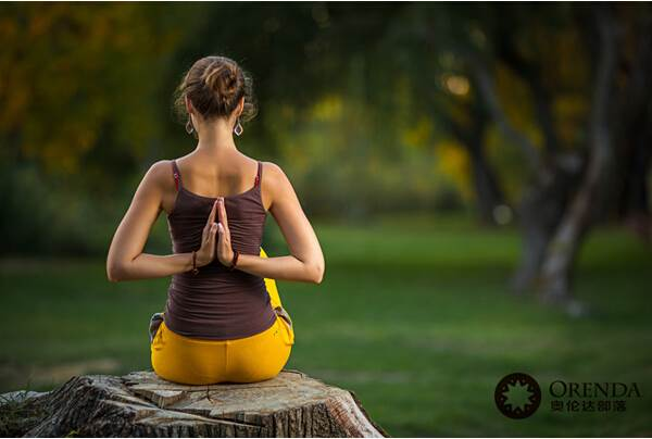 户外瑜伽_提倡全民健身免费户外瑜伽4006165210水里