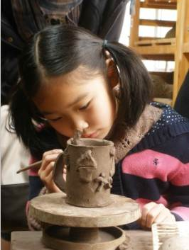 一件陶艺作品的成型分为几个步骤:泥→揉泥——→ 各种成型法 ——