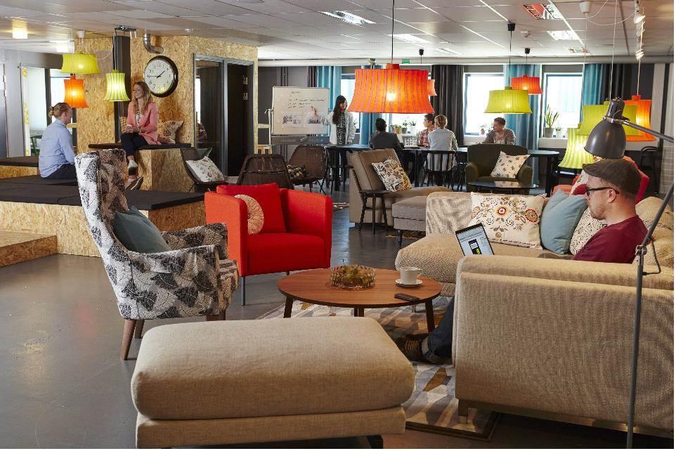 宜家办公室设计沙龙--主题:办公室的节庆装饰设计