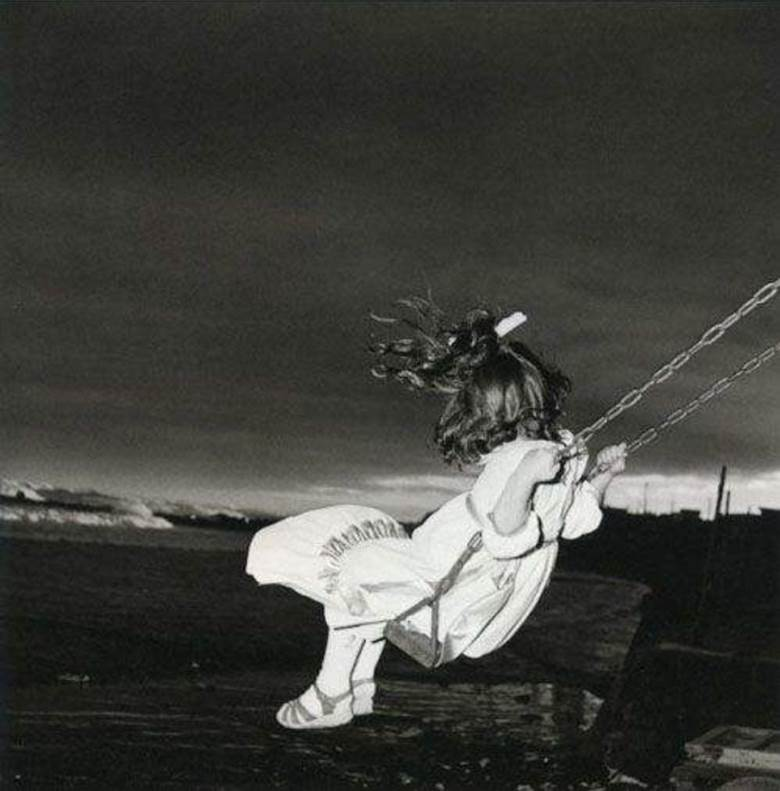 © ISSEI SUDA, Girl on Swing, 1970. Courtesy of see+ Gallery (Beijing).png
