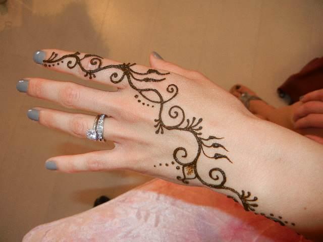 印度海娜手绘图案燕子