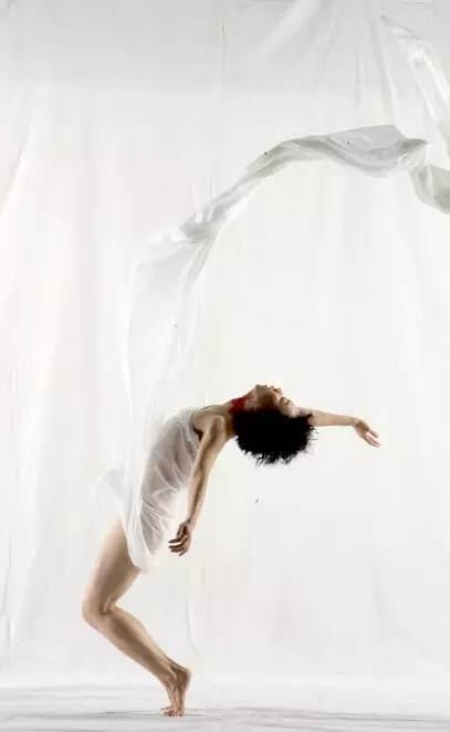 作为一名充满创作激情的舞者和编导,龙云娜活跃于中国,美国,德国
