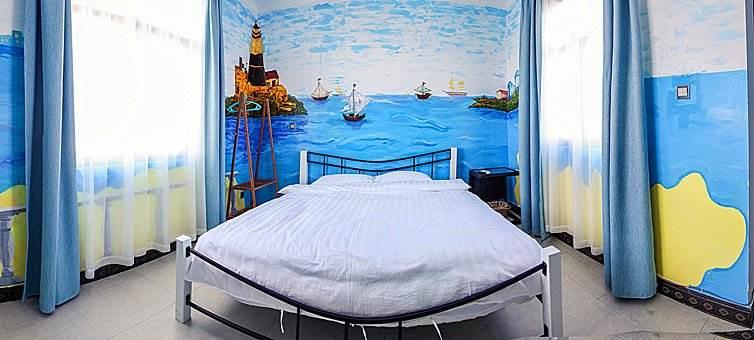 住宿 :大理嘻米啦连锁客栈(洱海边小院,墙绘主题风格,舒适空间,超大