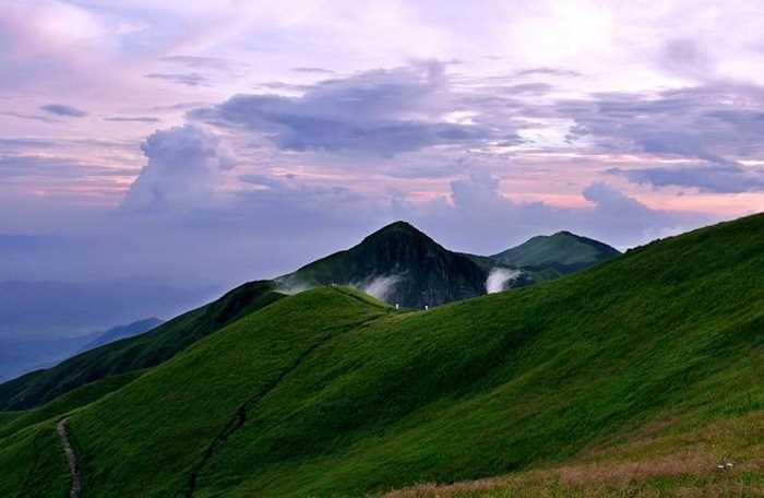 属罗霄山脉第二北支,山体呈东北——西南走向,东起江西吉安市安福县