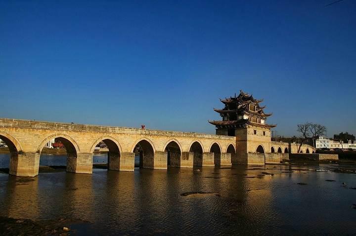建水古城位于云南昆明之南220公里,古称步头,亦名巴甸.