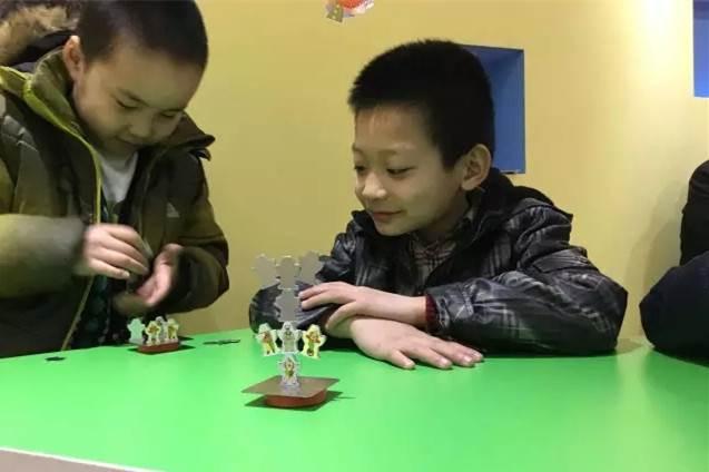 15:30~16:00 小制作:悬浮小球 参与简介 活动对象:幼儿园大班~小学阶段儿童及家长,1名儿童+1名家长为一组 活动咨询:18613329427,010-60743302 活动费用:本次活动免费,但本次活动提供的实验工具和制作材料,在活动结束后需回收。 交通指南 地址:北京市昌平区南环路53号金隅万科广场F6层L6010号 地铁:地铁昌平线C出口步行10分钟 驾车:京藏高速南环路出口,直行红绿灯右转,东行1000米右手边