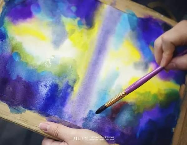 初学者水彩小课堂上,睦野色彩班的一凡老师将教大家用晕染的湿画法