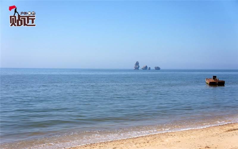 注意:由于周六早上前往东戴河的私家车特别特别多,为了给大家更好的体验,特将东戴河活动改为周五晚上出发! 周末畅游「止锚湾」 东临碣石,以观沧海!这个周末,我们一起前往辽宁第一滩止锚湾,去美丽的海边游泳、冲浪、戏水,清凉一夏!我们还可以看到美丽海边日落日出,清晨到海边去赶海,品尝美味的海鲜。夏天最快乐的事情,就是大家一起去海边看海!  【贴近户外】贴近户外,享受旅行! 【活动Q群】6322705(每周都有户外活动) 【联系方式】亮子-手机/QQ/微信:15010971360 【活动预算】350元 费用包含: