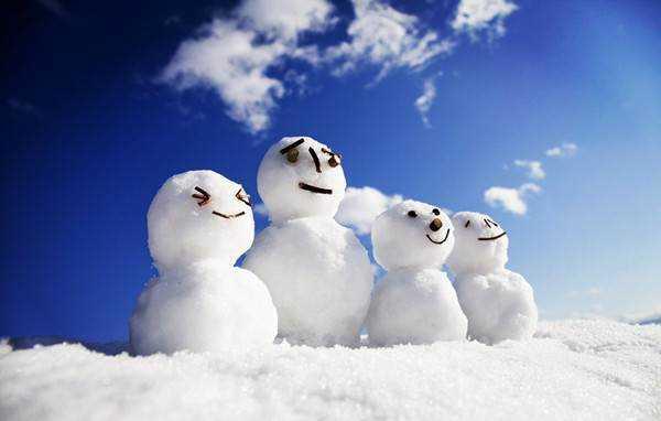 结伴 冬天来了 探秘林海雪原 雪乡 雪屋 雪景 雪人,打雪仗 堆雪人 溜冰滑雪图片