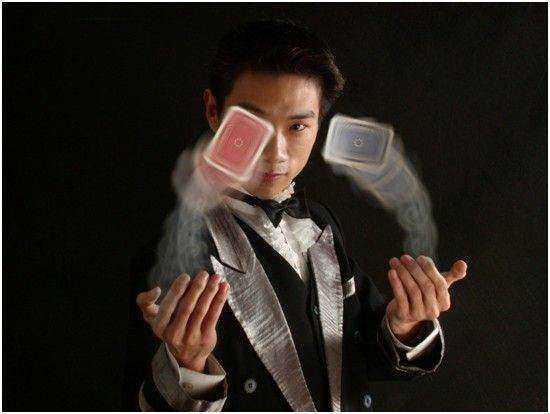 魔术:把戒指变进鸡蛋里,把扑克牌玩弄于股掌之间,把