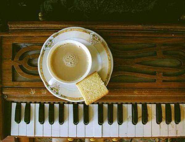 浪漫钢琴曲:致爱丽丝/梦中的婚礼/天空之城/童年(班德瑞)/夜的钢琴