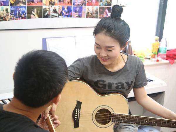 零基础吉他教学 一对一授课 学会弹唱三生三世送吉他
