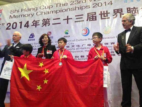 学生张彬彬参加世界脑力锦标赛获得少儿组总亚军.jpg