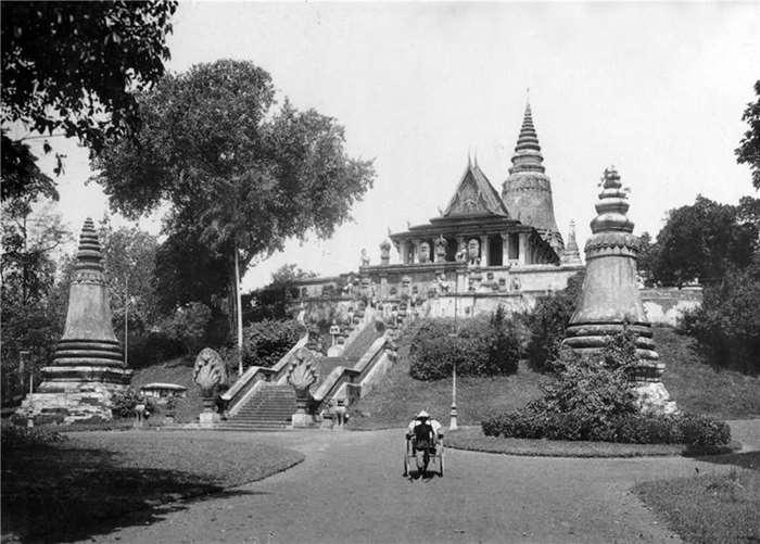 72 金边王宫一隅  20世纪20年代  柬埔寨.jpg