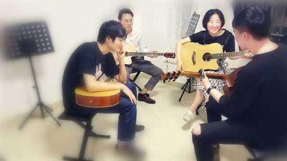 吉他小组课750x422.jpg