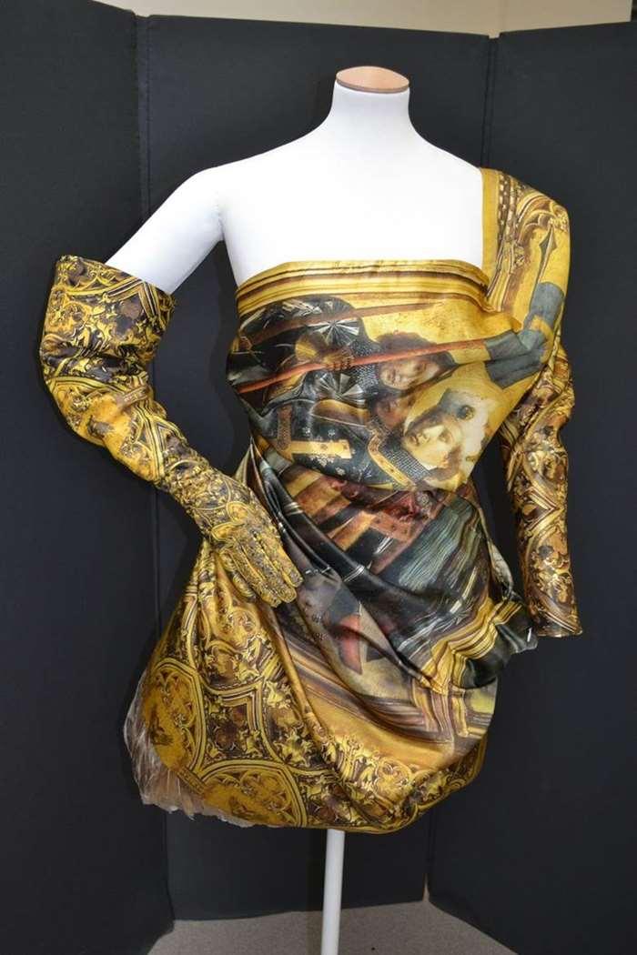 亚历山大 · 麦昆晚礼服,英国2,2010年©️V&A.jpg