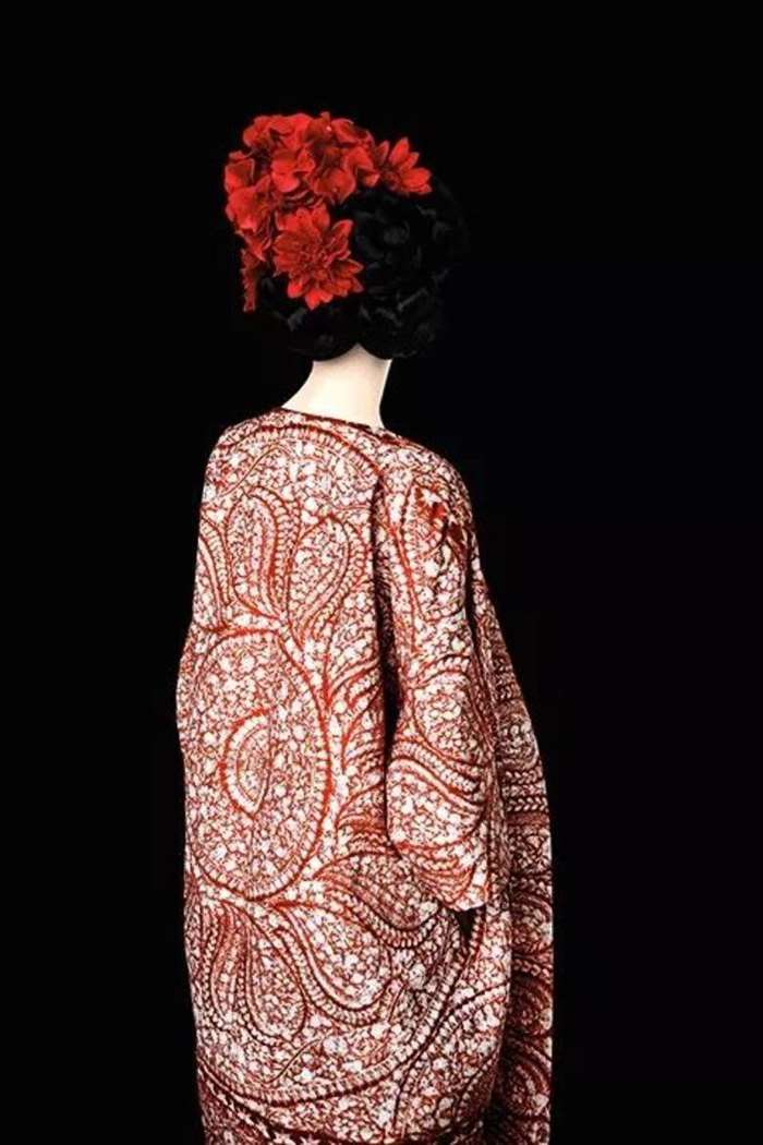 © ERIK MADIGAN HECK,Without A Face (Red), Old Future,2013. Courtesy of Christophe Guye Galerie (Zurich).png