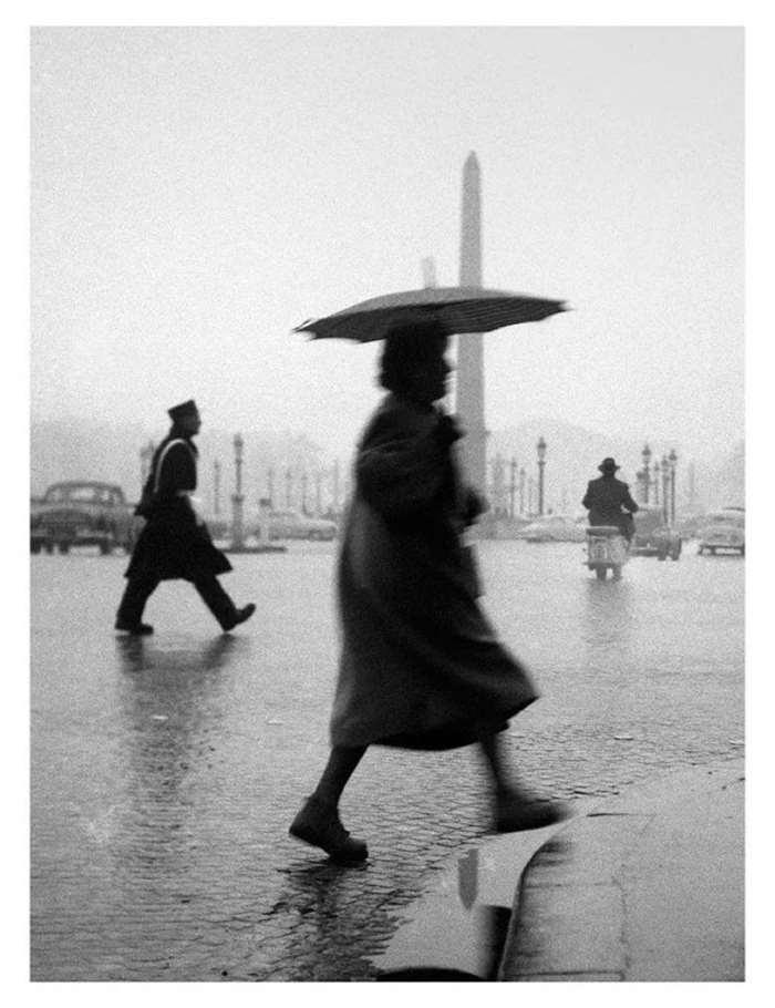 © SABINE WEISS,Place de la Concodre, Paris,1953. Courtesy ofLes Douches la Galerie(Paris).png