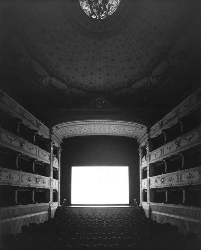 © HIROSHI SUGIMOTO,Teatrodei Rozzi, Siena.Courtesy of Galleria Continua(Beijing,San Gimignano,Les Moulins,Habana).png