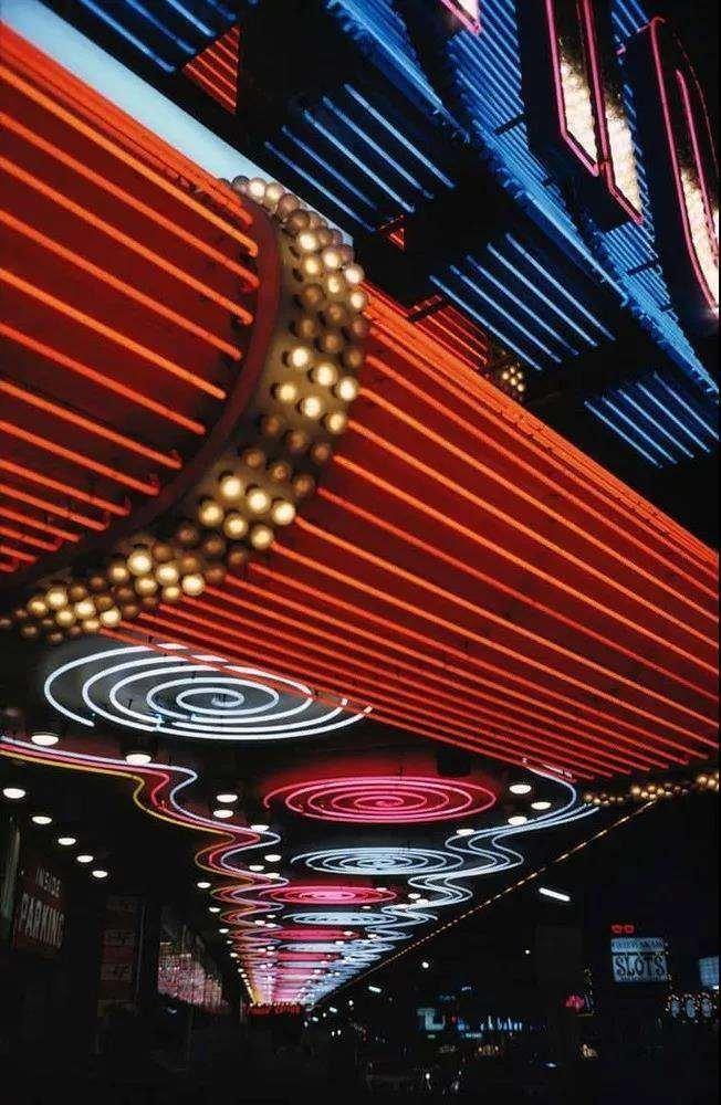 ERNST HAAS, Las Vegas, 1975. Courtesy of OstLicht. Gallery (Vienna).jpg