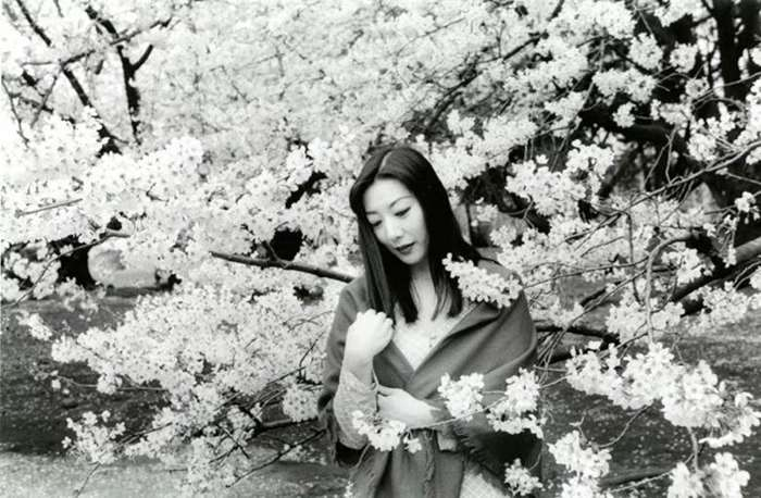 """© NOBUYOSHI ARAKI,Untiled, #35, from the series """"Love by Leica_,2006. CourtesyofOstLicht.Gallery(Vienna).png"""