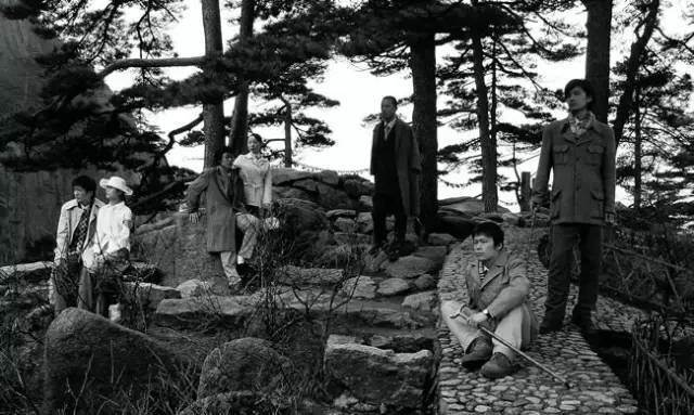 杨福东《竹林七贤》2003年 35毫米胶片黑白电影 29分钟,版权为艺术家杨福东所有.jpeg