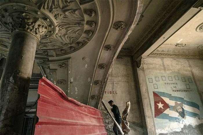 刘博智摄  Havana lobby 哈瓦那唐人街边缘现餐厅大堂 2017.jpg
