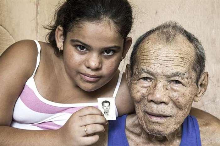 刘博智摄  古巴圣地亚哥已逝广东恩平老侨何明国和孙女,何伯老婆及她表姐非中国人不嫁,因为中国人以前在古巴很有地位,信用好,靠谱。 2009.jpg