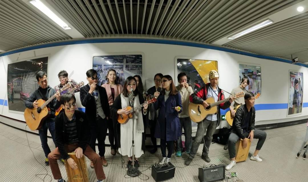 我们一起地铁里音乐快闪吧!