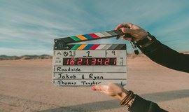 用电影延长三倍生命,有梦作伴生活永不孤单。