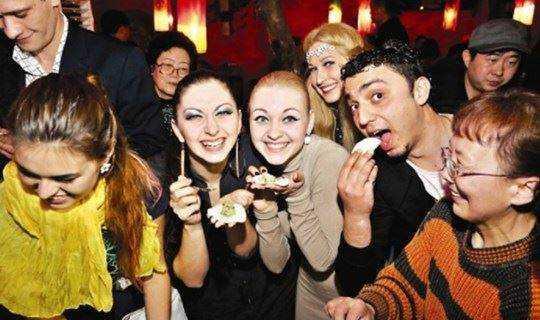 CHEERS活动 | 在红酒bar里包饺子,体验红酒与饺子的美味碰撞!