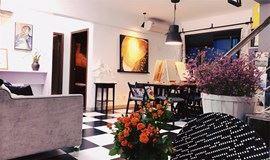 周末去哪?和别致公寓一起去体验油画!