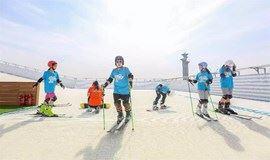 做个雪上飞人!奥森四季滑雪场,带你感受专业滑雪带来的无限乐趣。