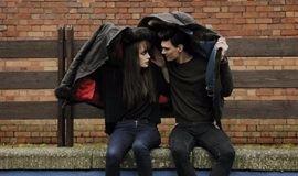 情感社交课,总是单身的人与异性缘不断的人究竟有什么本质的区别?