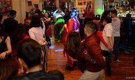 每周一星级酒店莎莎舞会派对-免费舞蹈公开课~喝喝酒跳跳舞~