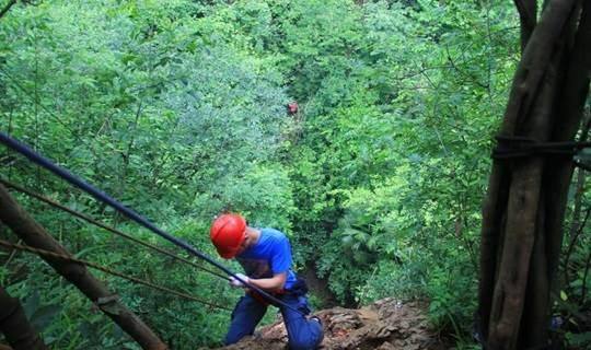 速降、探洞、攀岩,纪龙山挑战心跳