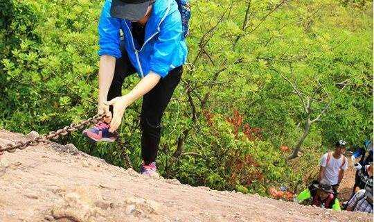 惠州马鞍山徒步探险 攀岩钻洞赏一线天奇景
