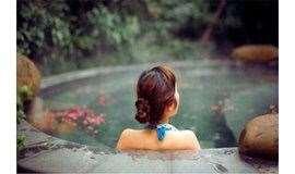 周六/日:北宋体验式主题温泉,穿着宋式浴袍,采用地下2000米深地下温泉水。杨柳青年画。一日户外活动