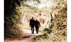 中��人口老�g化�在加┷速,我���如何托起老人��的幸福晚└年?