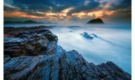 【周末】惠州黑排角海岸线穿越、漫步无人沙滩捡贝壳、打卡广东天空之境、赏礁石观巨浪、滩涂醉美日落、行摄行走 一日游