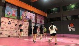 佛山桂城羽毛球篮球活动,女生进