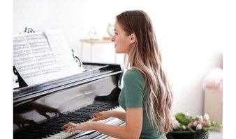 那个弹钢琴的人真优雅——钢琴免费体验课